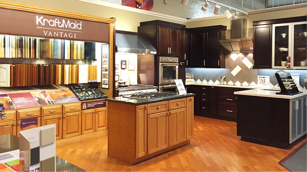 Diamond cabinets vs kraftmaid for Kraftmaid kitchen cabinets